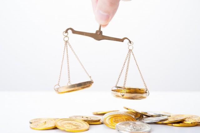手取り年収と勤続年数のバランスで借入額を決めるイメージ