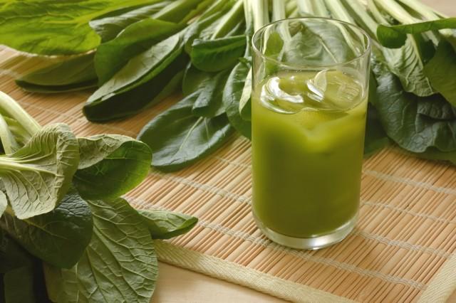 青汁と原料の野菜