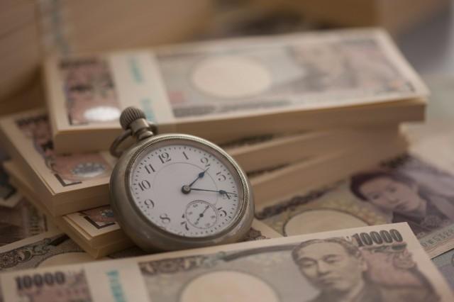 時計と札束