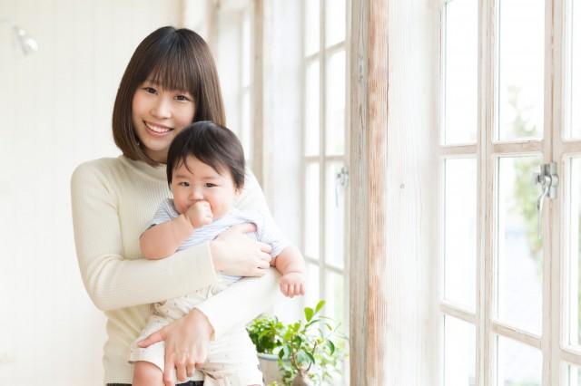 赤ちゃんと母親の様子