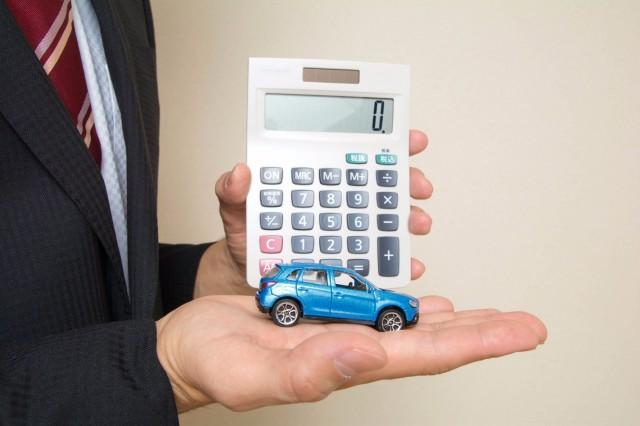 自動車ローンの計算をするイメージ
