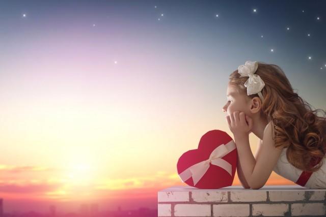 夜空の下の女の子